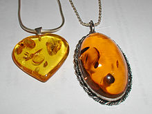 https://upload.wikimedia.org/wikipedia/commons/thumb/4/41/Amber.pendants.800pix.050203.jpg/220px-Amber.pendants.800pix.050203.jpg