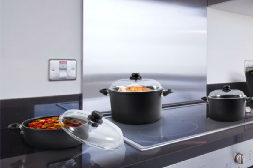 سين و جيم.. هل قدور التيتانيوم هي الأفضل لمطبخكِ؟